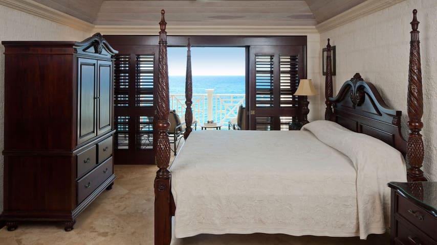 Ocean Front Suite for 4 on BLUFF Overlooking Ocean