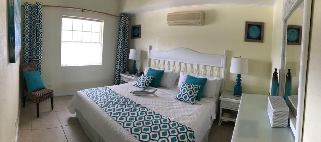 master bedroom, 6ft bed