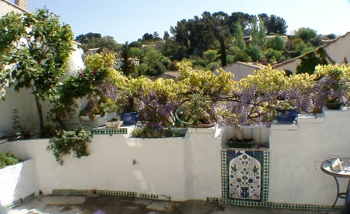 Appartement lumineux et terrasse méditerranéenne