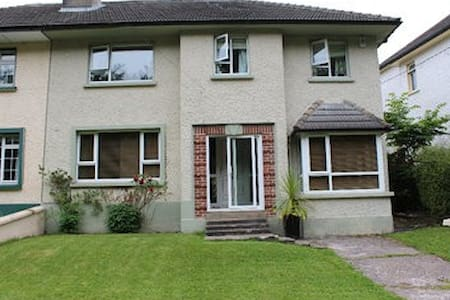4 Bedroom House , 2 minute walk to town centre - Donegal