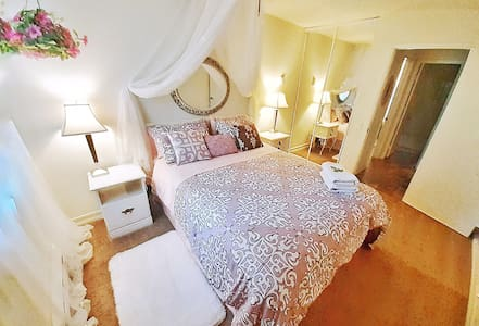 Cozy & central bed with private bath. (NO DEPOSIT)