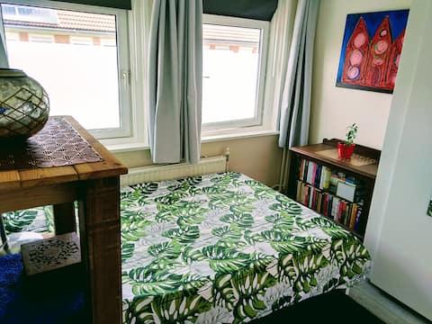 Large, comfortable room in Amsterdam Noord