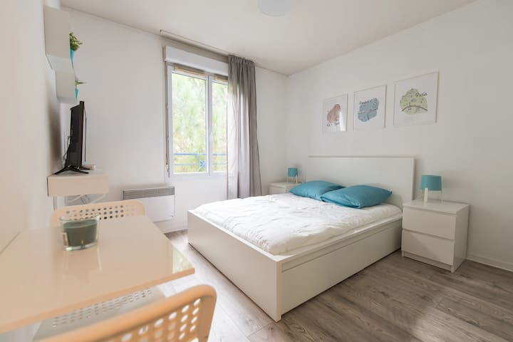 EXCEPTIONAL AND IDEALLY LOCATED STUDIO - 6th ARR.