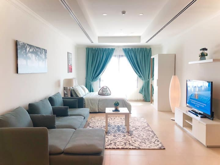 Feel Home  in our Shiny Contemporary Studio!