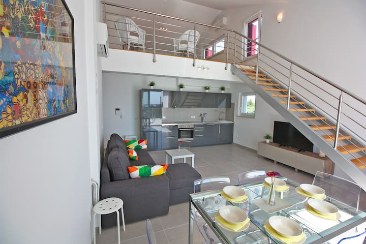 Penthouse apt.6+2 with sea view - Peroj - Appartement