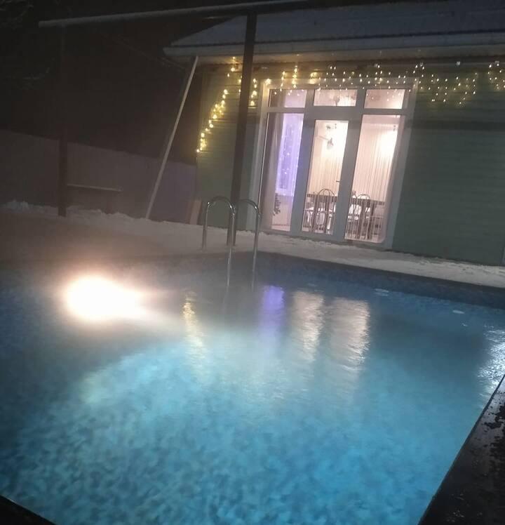 В Адыгее дом для отдыха с теплым бассейном, сауной