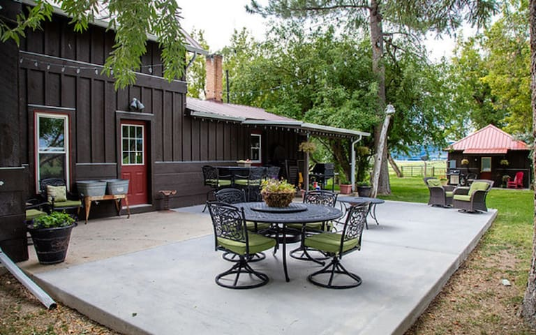 Ranch House - Back Patio