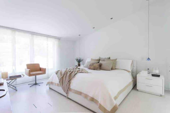 Modern and minimal master bedroom.