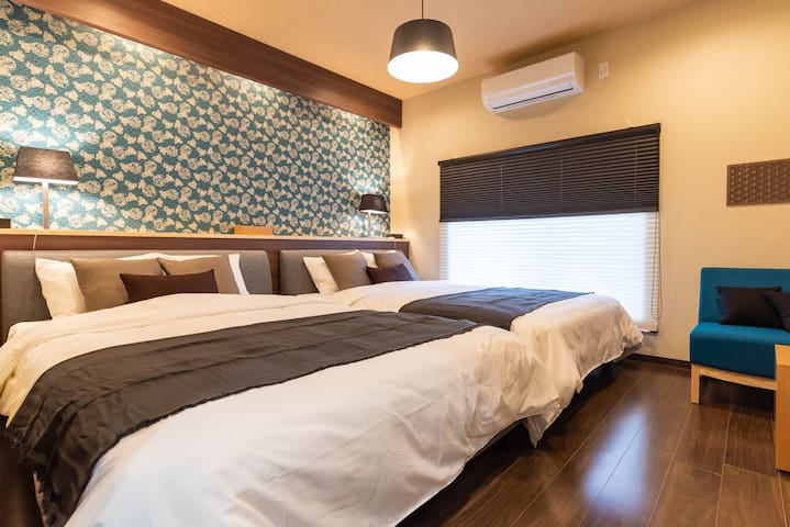 2F : Bedroom(2 double beds).