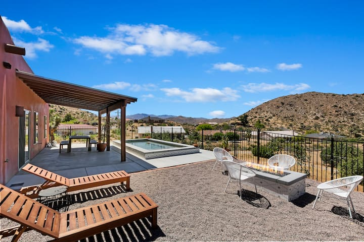 Free Gold Retreat w/ pool/hot tub, 20 min to park!