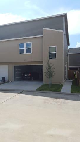 New Townhouse in Eado/Greater Eastwood w/sportspkg - Houston - Maison de ville
