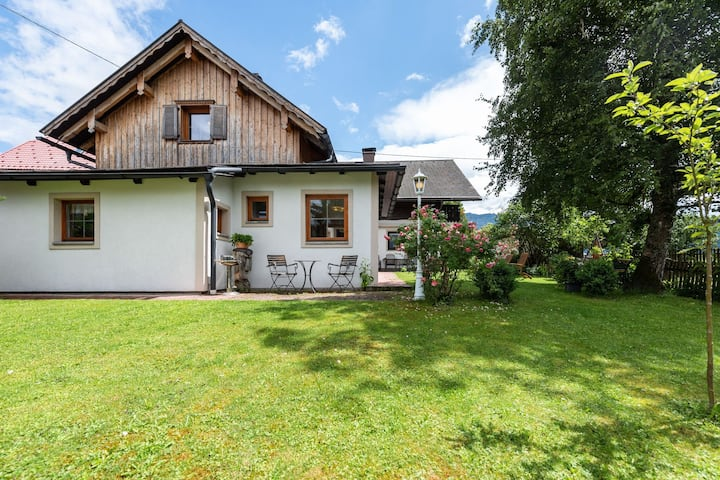 Rustiek vakantiehuis in Bad Mitterndorf met een terras