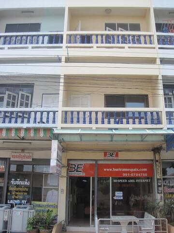 Buriram Vacation Home - Tambon Nai Mueang - Maison de ville