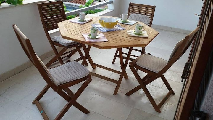 Two bedroom apartment with terrace Jelsa, Hvar (A-11319-a)