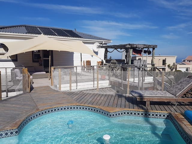 Entertainers dream,300m from Beach!! Braai & pool!