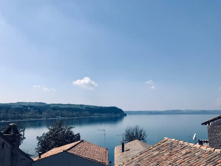 Cozy historical house with lake view, near Rome