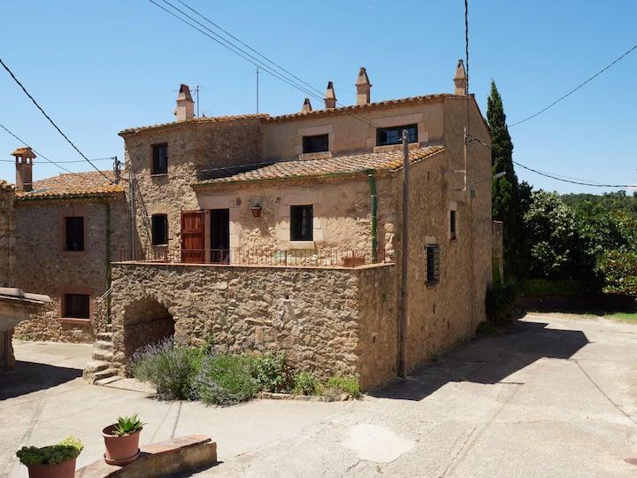Casa rústica a Capmany (Can Xemeneies)