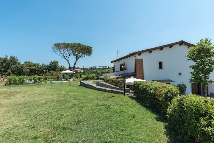 Relaxing Holidays in FIOGENE, Tuscia