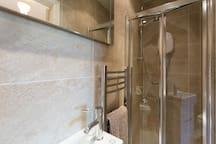 Bed 3 En-suite shower room