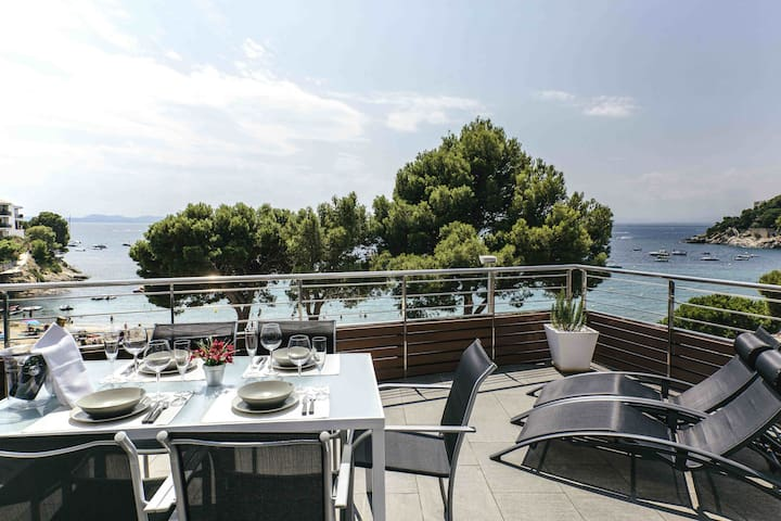 Vista Roses Mar - El Molí  Luxury apartment in Roses, on the first line of Canyelles be