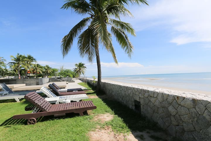 5 Bedrooms Luxury Beachfront Villa - Tambon Hua Hin - Villa