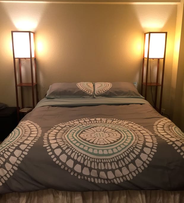 Plush queen size bed to lay your head and dream about the delicious coffee, doughnuts and beer you will have tomorrow.