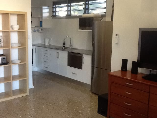 Private self-contained apartment close to CBD - Parap - Pension