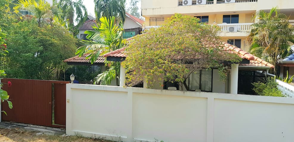 Small house near the kamala beach, 3minutes walk