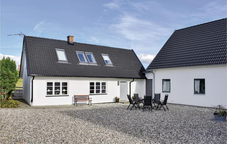 Holiday cottage with 2 bedrooms on 60m² in Ystad