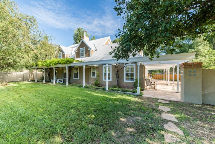 Secluded Oasis In South Valley - 3 BR On 1.7 Acres
