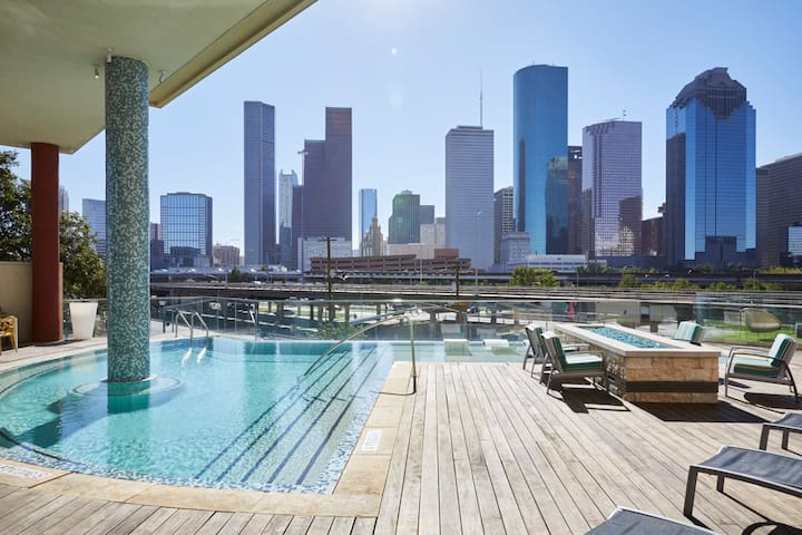 Domio | Theater District | Modern 2BR | 10 Min to Minute Maid Ball Park
