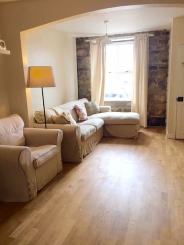 Stone Country Cottage in the heart of Helston