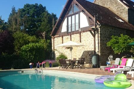 Farmhouse with heated swimming pool - Saint-Sauveur-de-Carrouges - Rumah