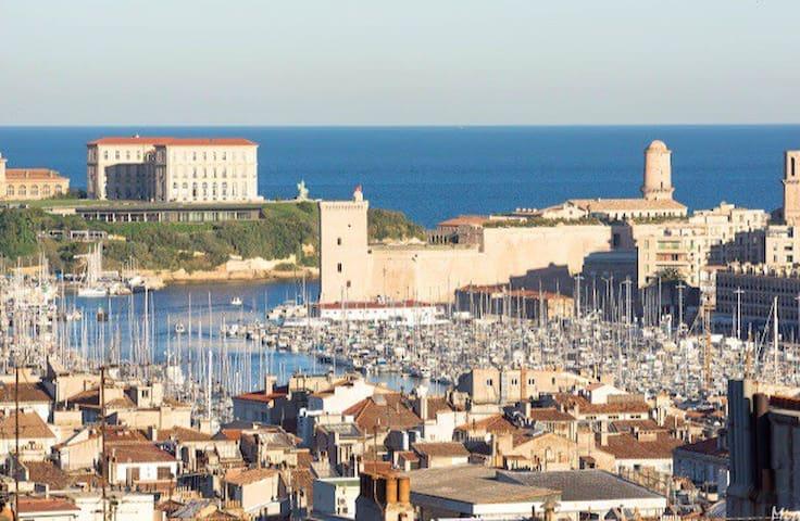 terrasse avec vue imprenable sur la ville