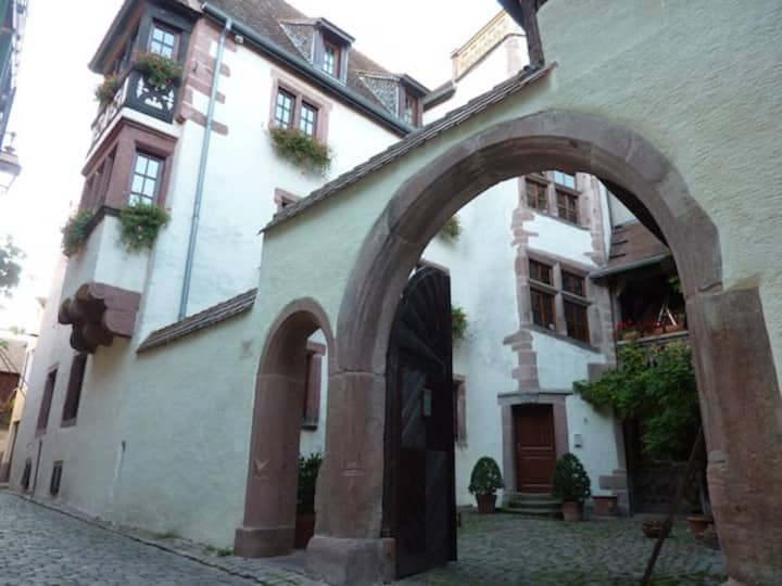 Cour de l'Abbaye d'Autrey Chambre d'hôtes II