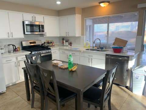 30+days or more Rental at great location(roomC)