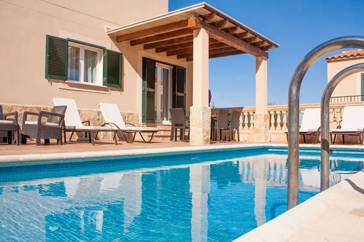 Charming town house with pool – Casa Sol