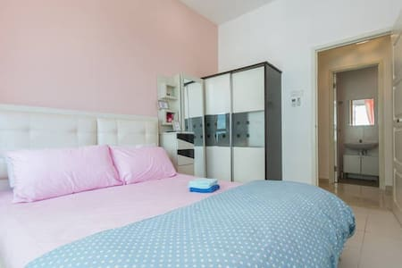 Quiet Cozy Room with WIFI - 3mins to the Airport - Bayan Lepas