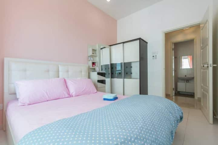 Quiet Cozy Room with WIFI - 3mins to the Airport
