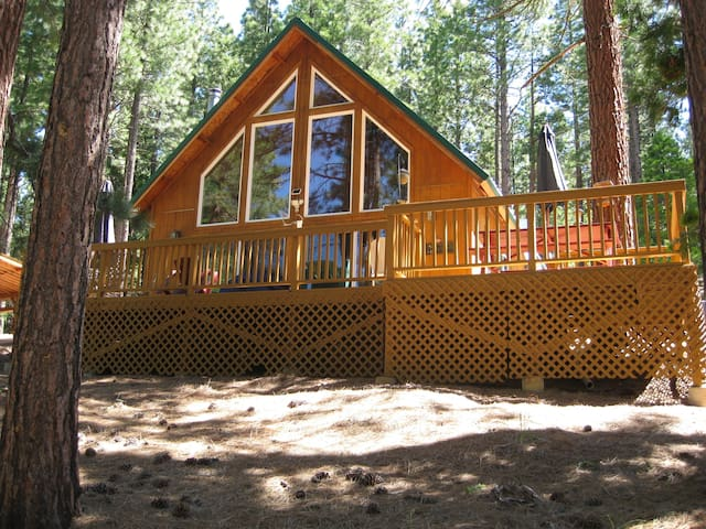 Grizzly Creek Estates Chalet on 24 acres