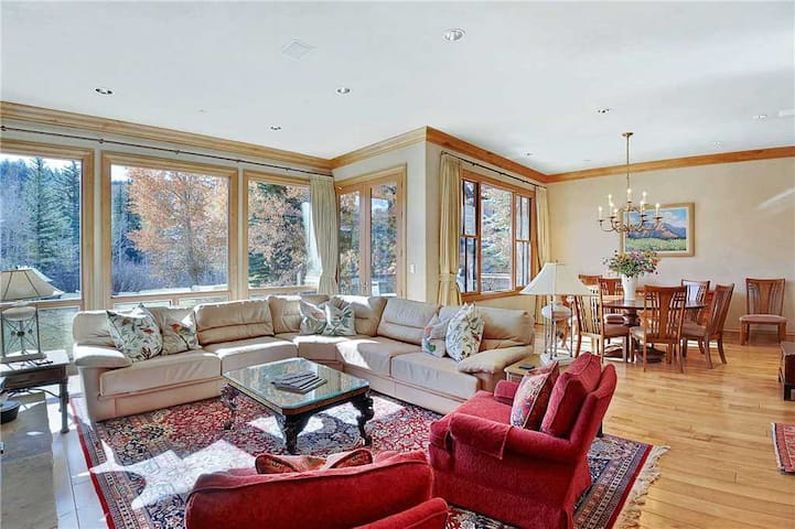 Owl Creek 18 - 4 Bedroom Spacious Townhome in Owl Creek, Private Hot Tub