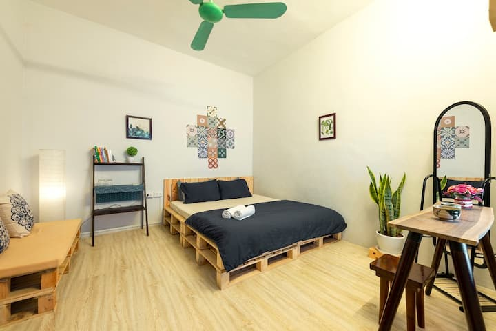 Tiwala Homestay Room 1 Vintage - Center Ha Noi