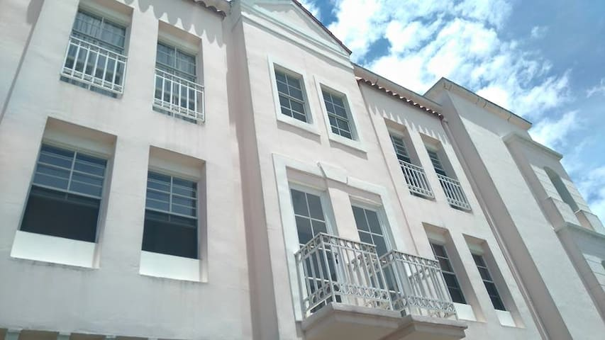 High Class Low Price!  Apartment, - San Salvador - Loft