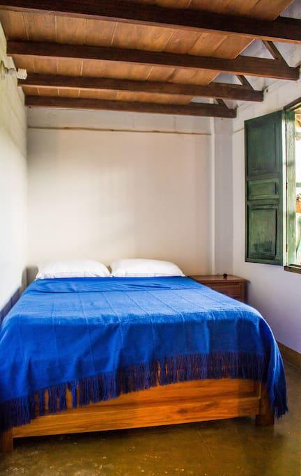 Habitación 1:  Cama doble Mesa de noche Closet Mezanine con opción para colchón inflable  Bedroom 1:   Double bed nightstand Closet Mezzanine with option for inflatable mattress