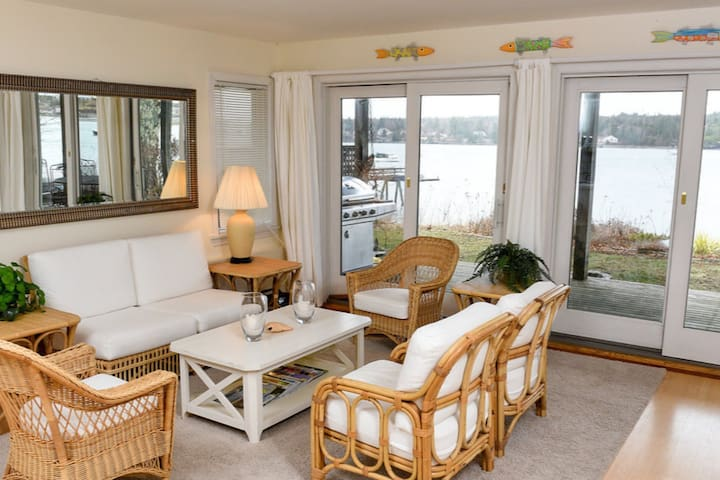 Starboard I: Comfy Cottage by the Sea