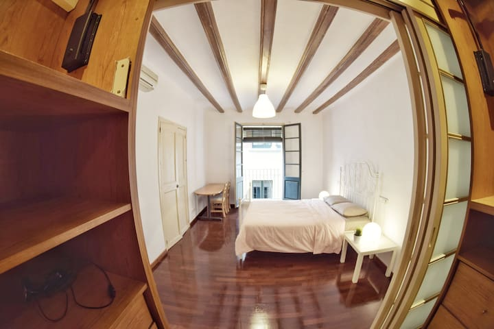 Beautiful NEW room in a cozy flat