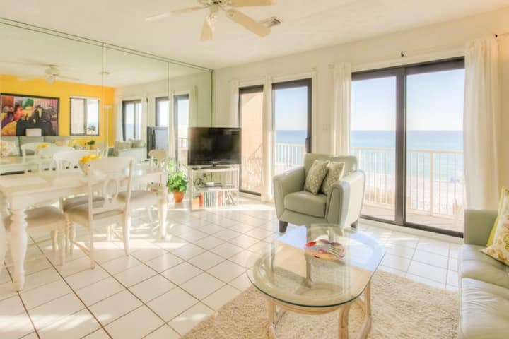Stunning Condo! Gulf Front w/ Large Balcony. Pool & Beach Access!