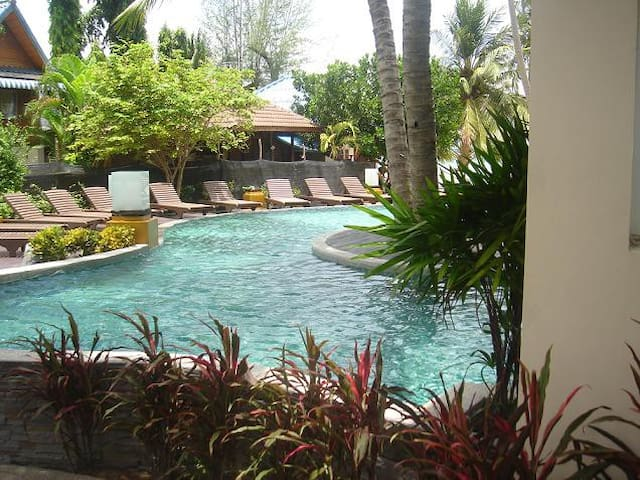 Spacious Beach Side Pool View in Koh Tao!