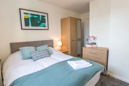 Railway Executive Apartment by PLL - Witham