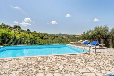 Gorgeous Mansion in Ripabottoni with Swimming Pool